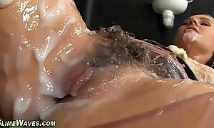 Glam playgirl receives creamed