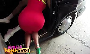Cissified deception hansom cab guy gives busty white-headed milf a...
