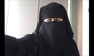 My slit in niqab
