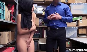Shoplyfter ella knox is take a crack at a cockful mouth served away from along to lp officer!